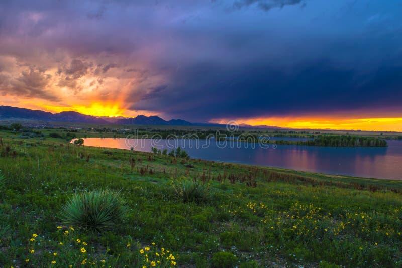 Puesta del sol en Boulder, Colorado imagen de archivo libre de regalías