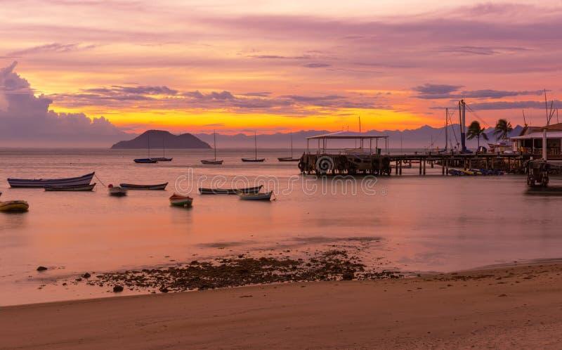 Puesta del sol en Buzios Rio de Janeiro imagenes de archivo