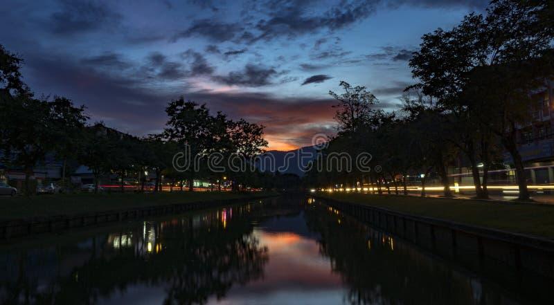 Puesta del sol en Chiang Mai fotos de archivo