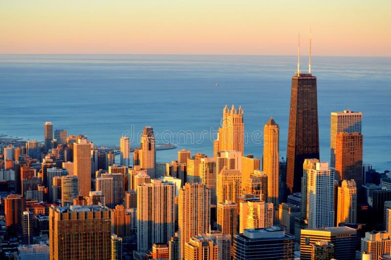 Puesta del sol en Chicago de la torre de Hancock foto de archivo libre de regalías