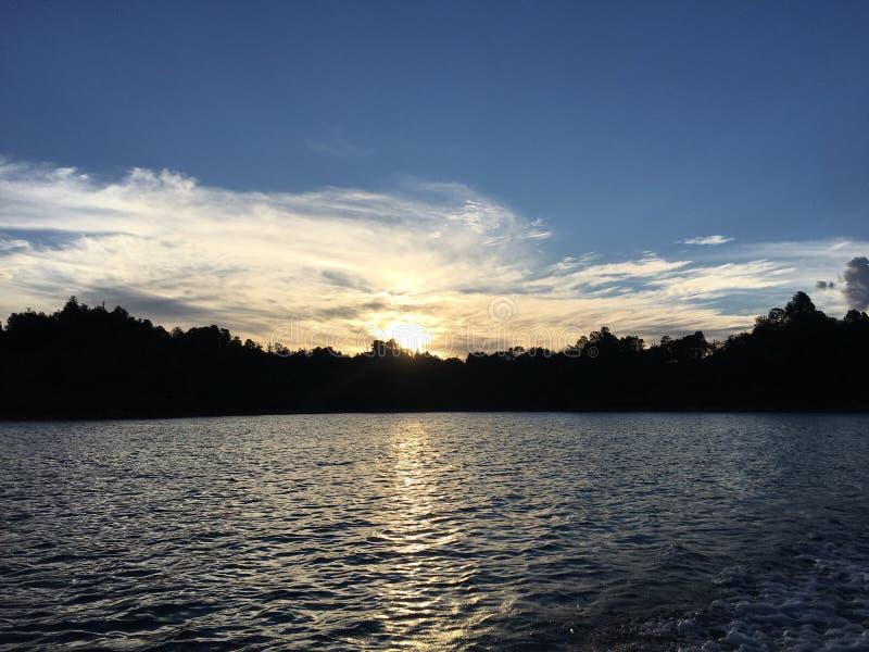 Puesta del sol en Colombia imagenes de archivo