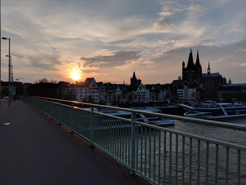 Puesta del sol en Colonia fotografía de archivo