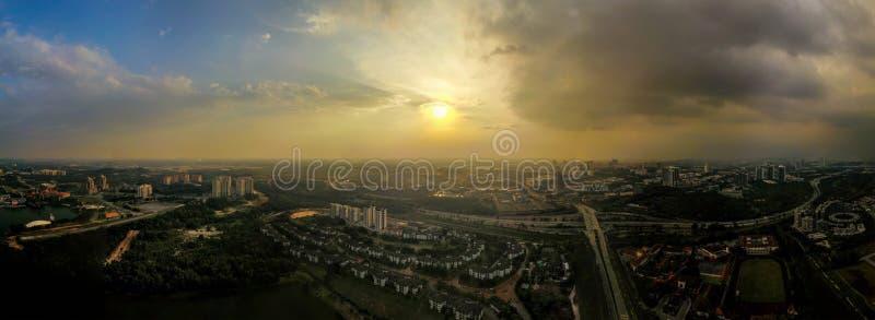 Puesta del sol en Cyberjaya, Malasia Cyberjaya también se conoce como Silicon Valley de Malasia imágenes de archivo libres de regalías