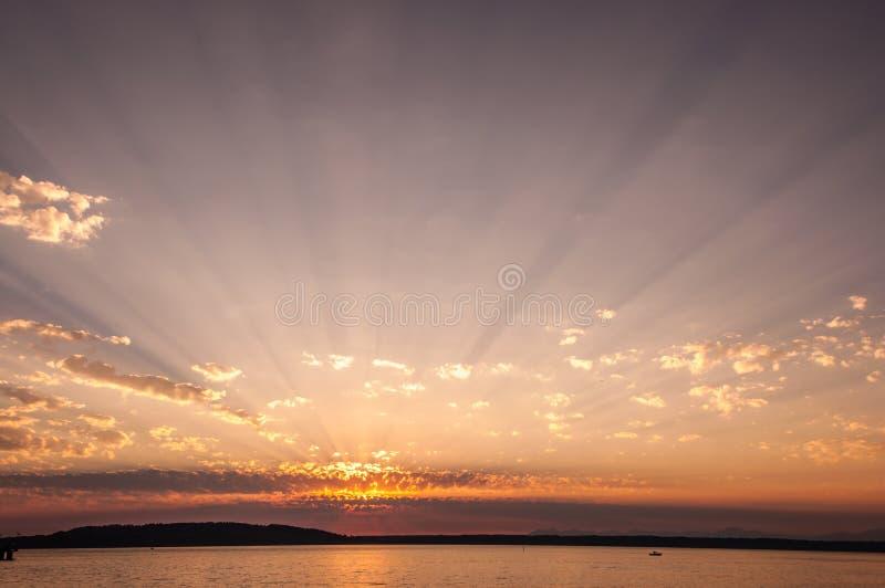 Download Puesta Del Sol En Des Moines Imagen de archivo - Imagen de agua, cielo: 44855449