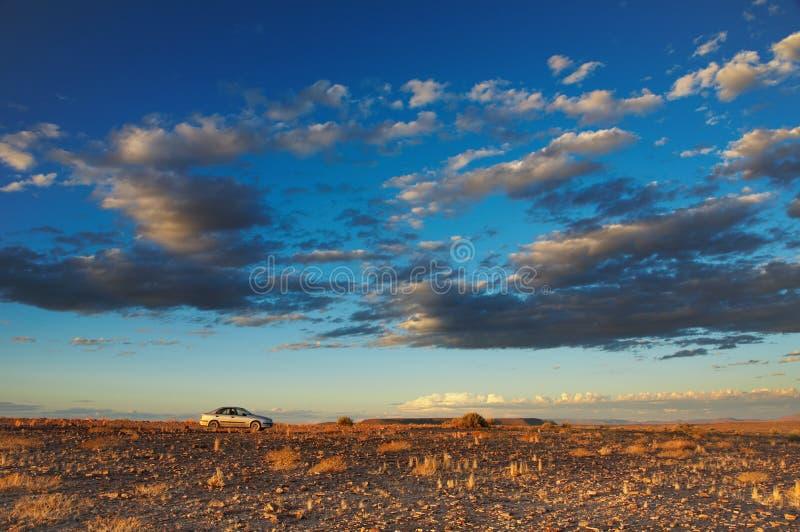 Puesta del sol en desierto imagen de archivo libre de regalías