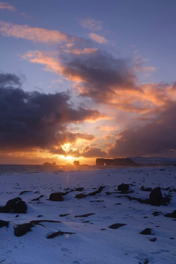 Puesta del sol en Dyrholaey imagen de archivo libre de regalías