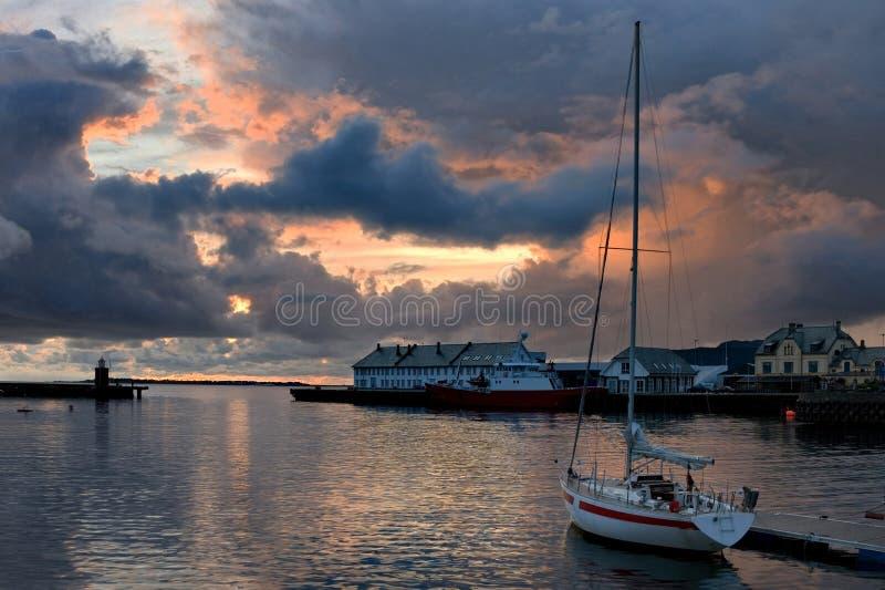 Puesta del sol en el acceso de Alesund imagen de archivo libre de regalías