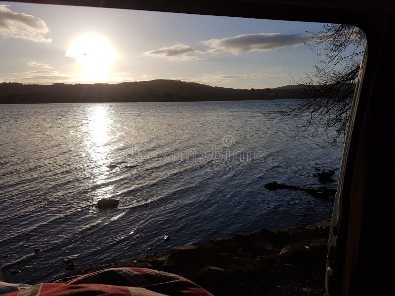 Puesta del sol en el agua de Coniston imagen de archivo libre de regalías