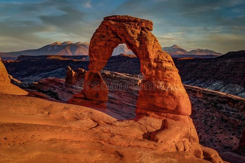 Puesta del sol en el arco delicado, Utah imágenes de archivo libres de regalías