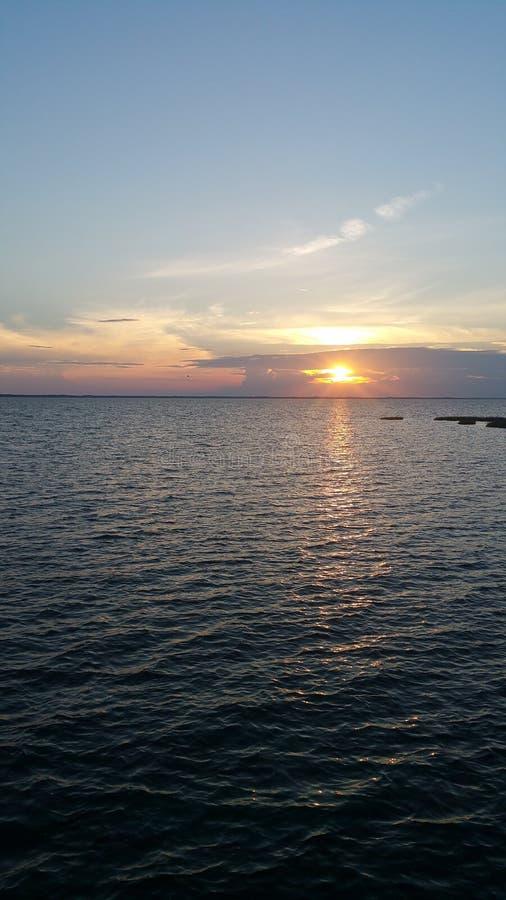 Puesta del sol en el Atlántico foto de archivo libre de regalías