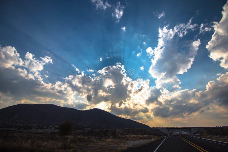 Puesta del sol en el camino foto de archivo libre de regalías
