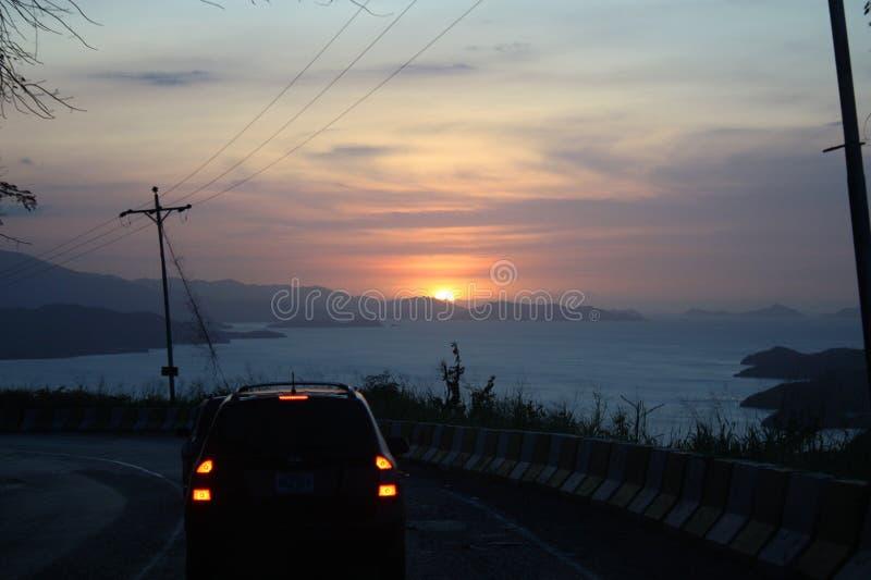 Puesta del sol en el camino a Cumana, Venezuela imagen de archivo libre de regalías