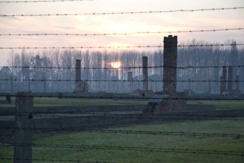 Puesta del sol en el campo de exterminación anterior, Auschwitz-Birkenau imágenes de archivo libres de regalías