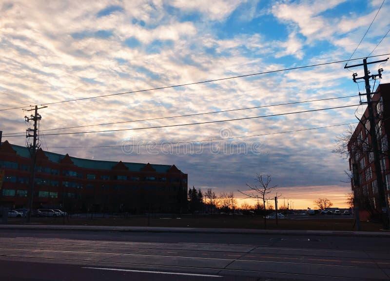 Puesta del sol en el campus de Humber a orillas del lago imagenes de archivo