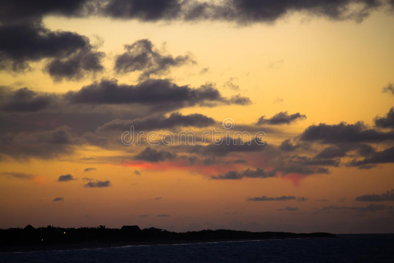 Puesta del sol en el Caribbeans fotos de archivo
