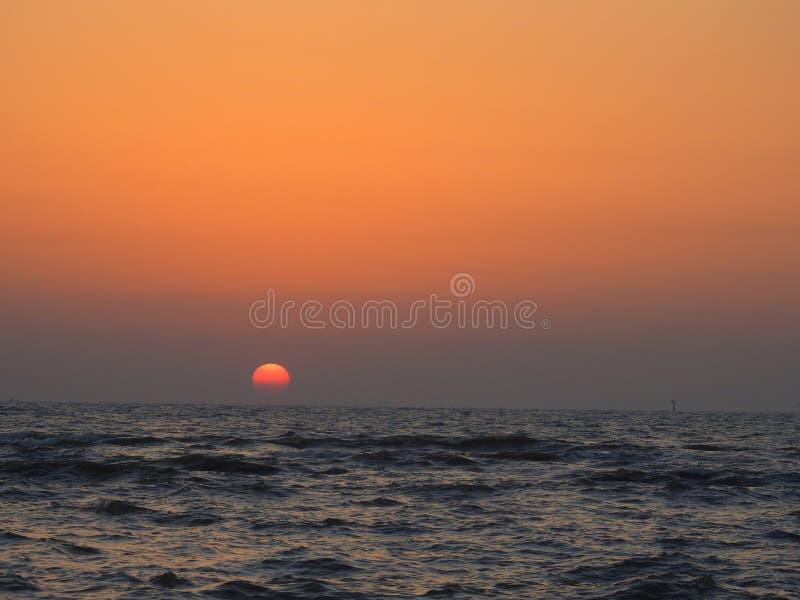 Puesta del sol en el estrado de la orquesta, Bandra, Bombay foto de archivo libre de regalías