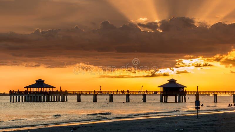 Puesta del sol en el fuerte Myers Beach imagen de archivo libre de regalías