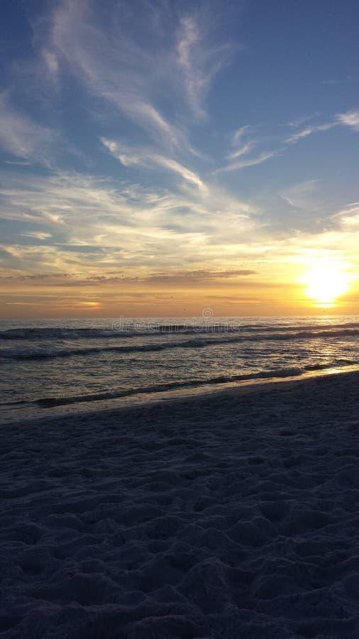 Puesta del sol en el golfo de México imagen de archivo
