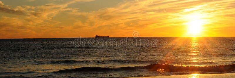 Puesta del sol en el golfo de México fotografía de archivo libre de regalías