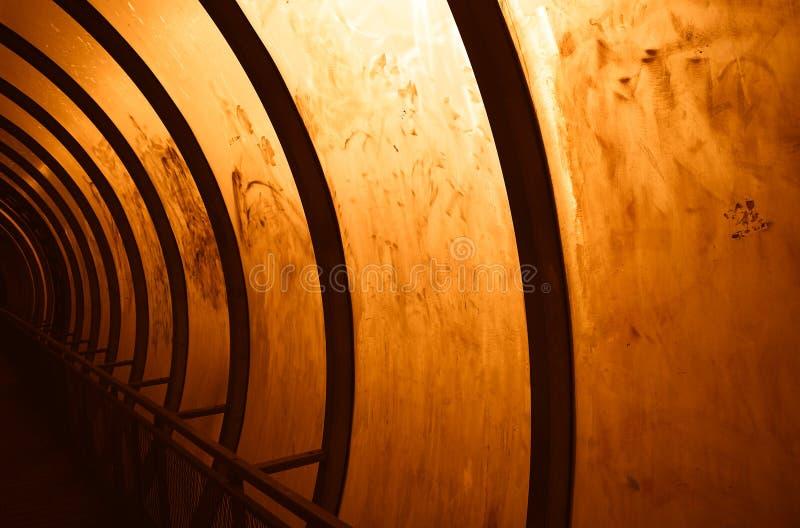 Puesta del sol en el hd del fondo del túnel del Cyberpunk fotos de archivo