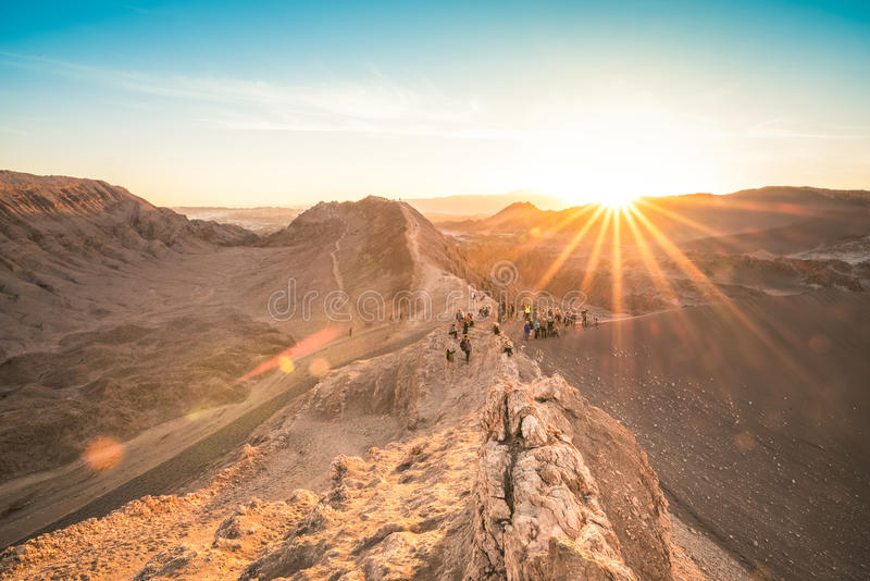 Puesta del sol en el la Luna de Valle de - el desierto de Atacama Chile fotos de archivo libres de regalías