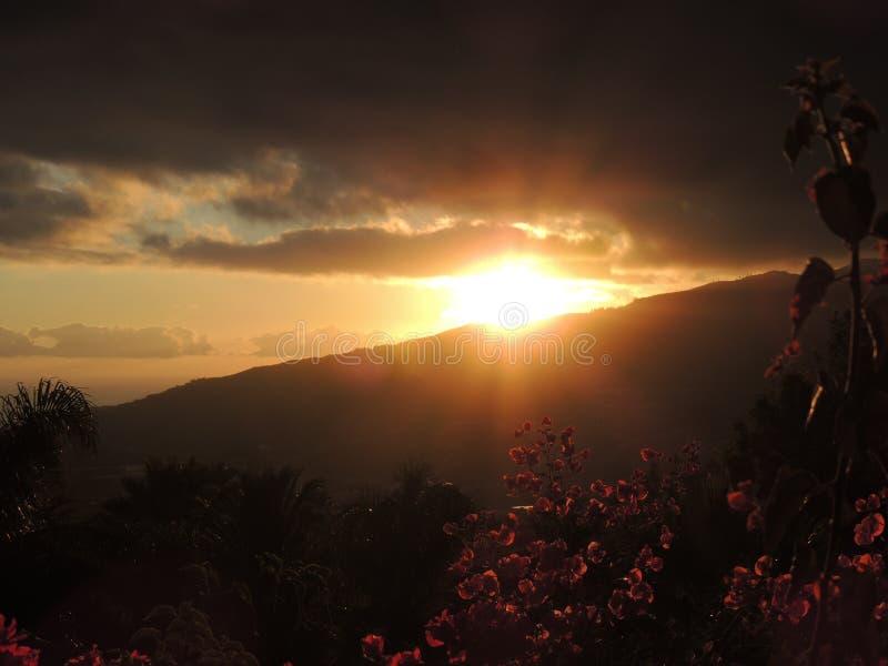 Puesta del sol en el La Palma, islas Canarias, España fotos de archivo