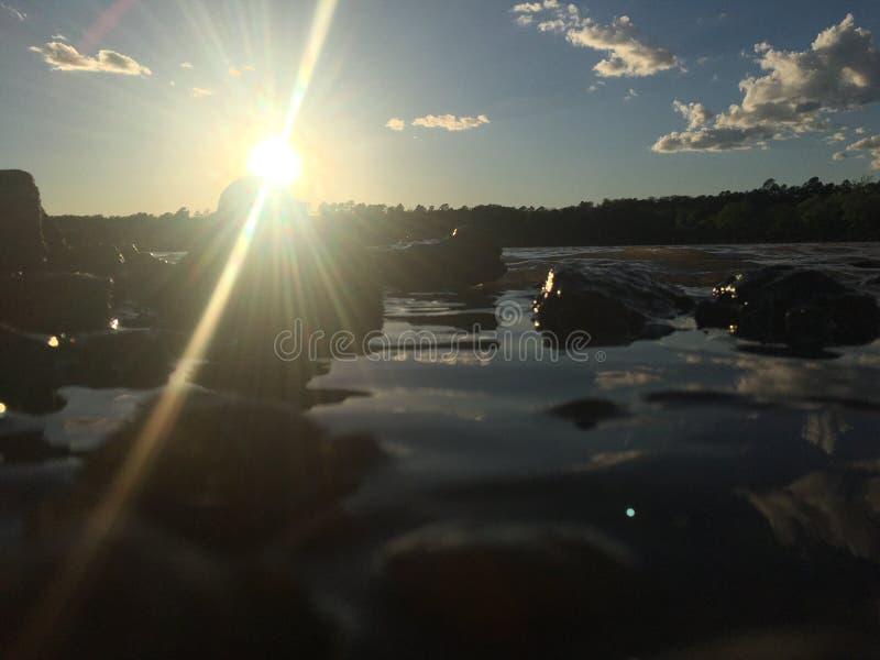 Puesta del sol en el lago imagen de archivo libre de regalías