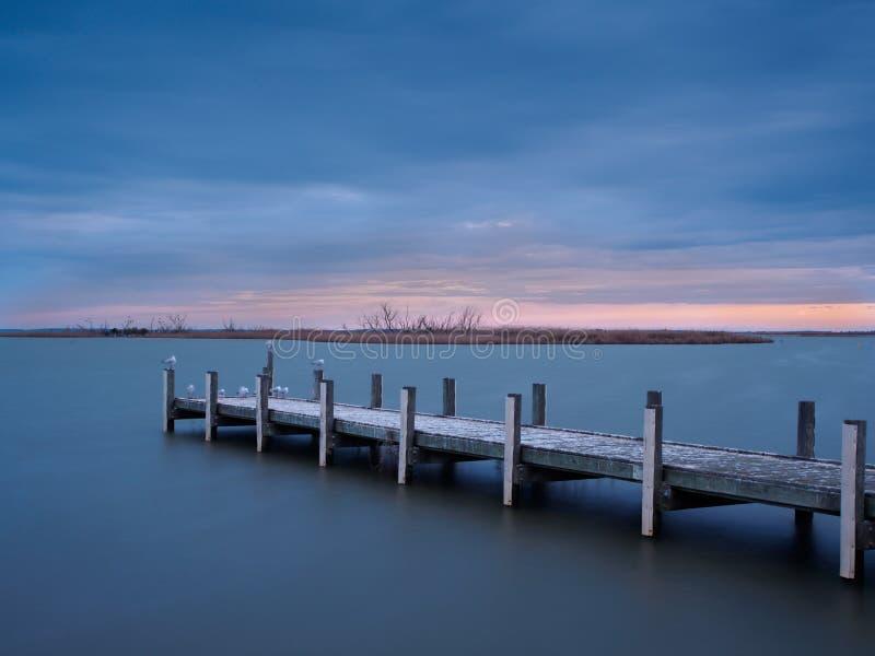 Puesta del sol en el lago Alexandrina, Milang foto de archivo