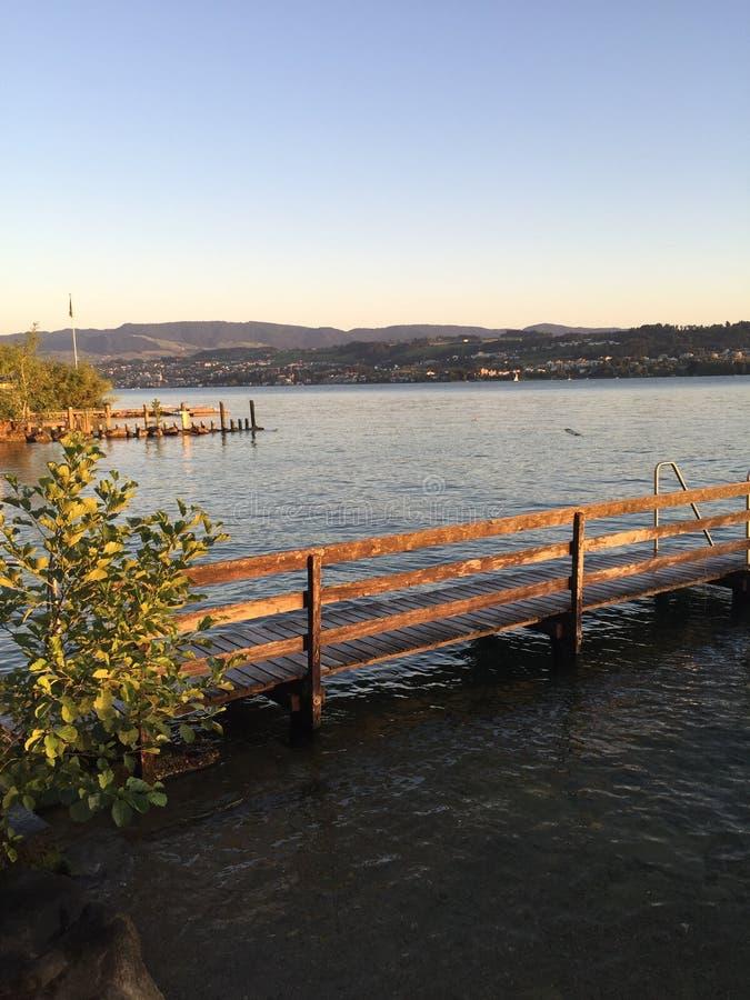 Puesta del sol en el lago de Zurich fotografía de archivo libre de regalías