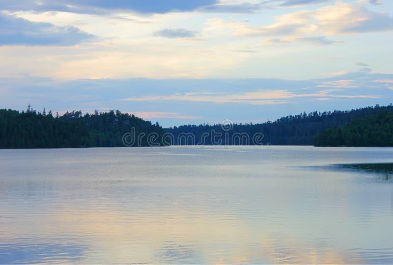 Puesta del sol en el lago del percee de Pedro fotografía de archivo