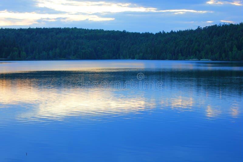 Puesta del sol en el lago del percee de Pedro imagenes de archivo