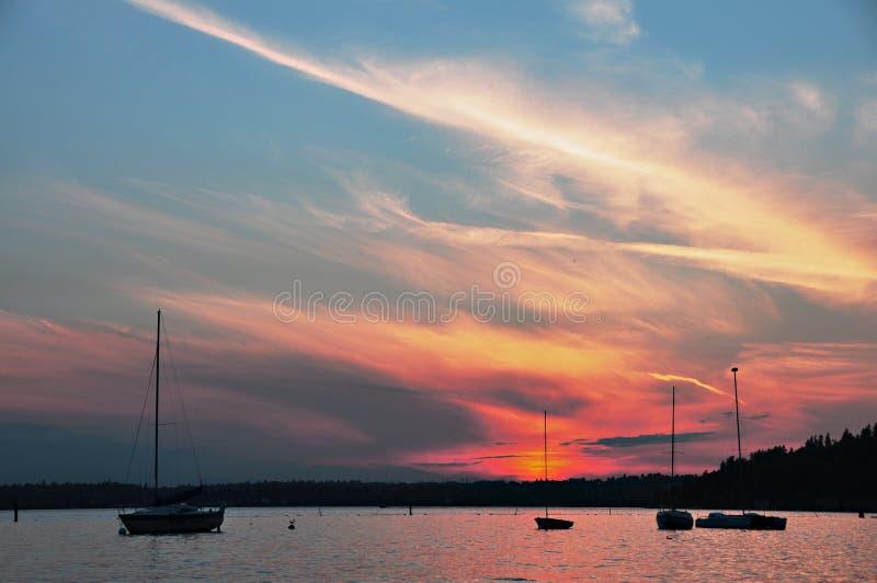 Puesta del sol en el lago Washington foto de archivo