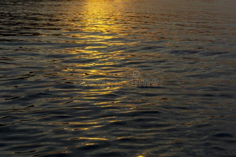 Puesta del sol en el mar adriático fotografía de archivo