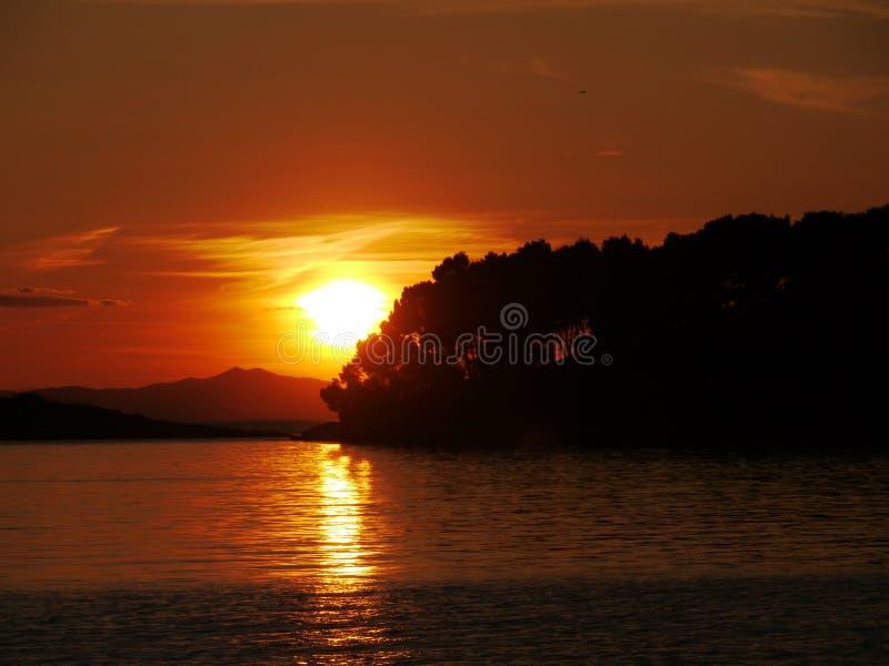 Puesta del sol en el mar adriático de Croacia foto de archivo