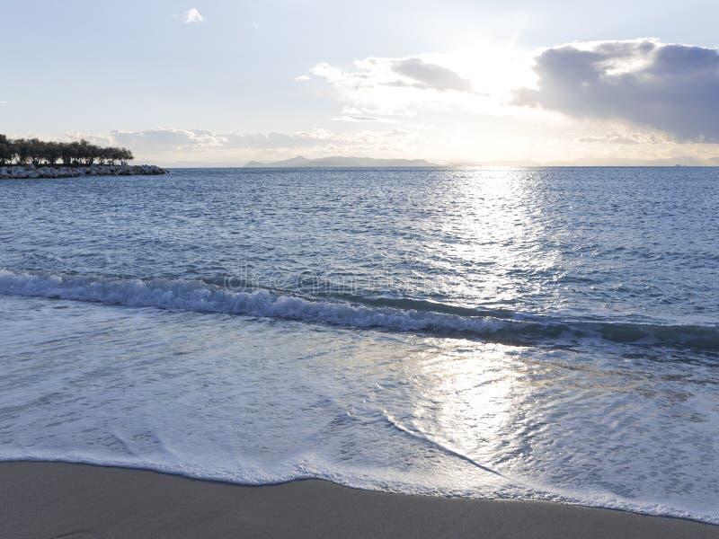 Puesta del sol en el mar, Grecia imagen de archivo