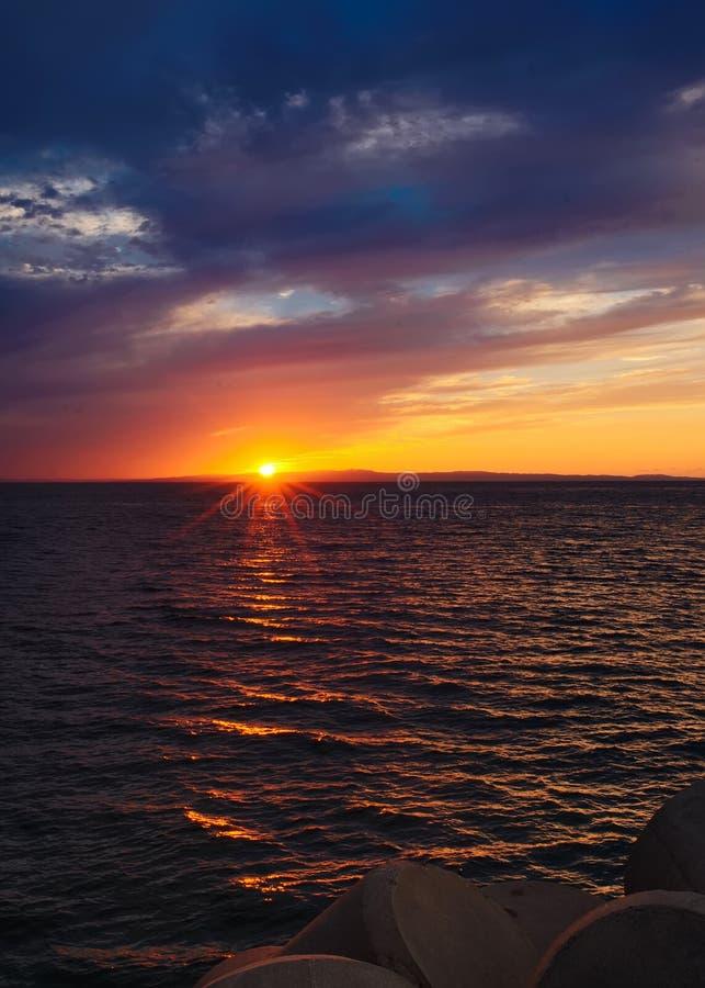 Puesta del sol en el mar japonés foto de archivo libre de regalías