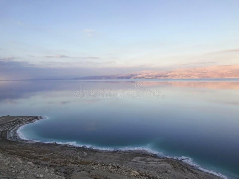 Puesta del sol en el mar muerto imagen de archivo libre de regalías