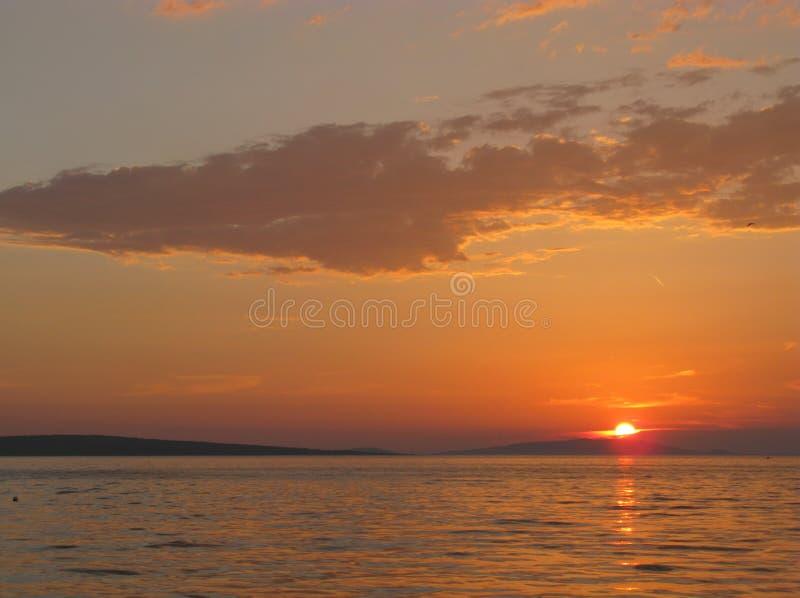 Puesta del sol en el mediterráneo foto de archivo