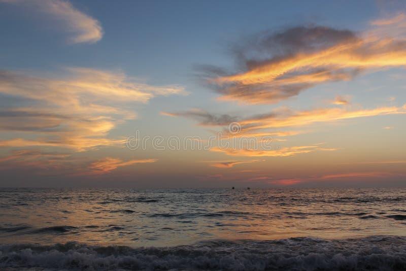 Puesta del sol en el Océano Índico imagen de archivo libre de regalías