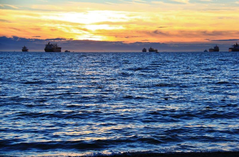 Puesta del sol en el Océano Pacífico de la bahía inglesa, Vancouver céntrica, Columbia Británica imágenes de archivo libres de regalías
