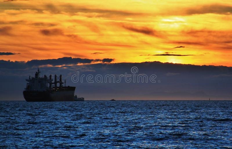 Puesta del sol en el Océano Pacífico de la bahía inglesa, Vancouver céntrica, Columbia Británica fotos de archivo libres de regalías