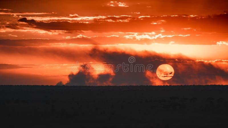 Puesta del sol en el oeste de Tsavo, Kenia fotos de archivo libres de regalías