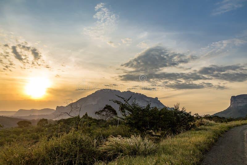 Puesta del sol en el parque nacional de Chapada Diamantina - Bahía, el Brasil fotos de archivo