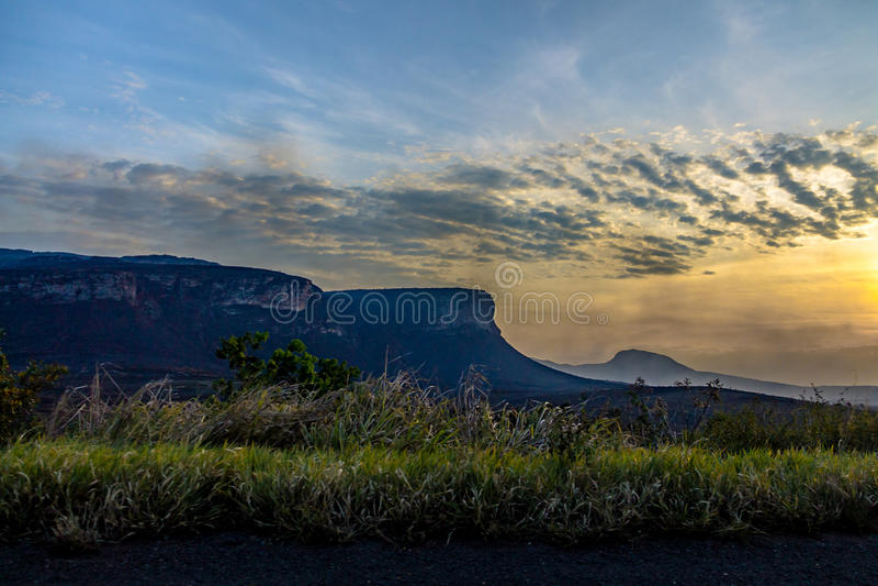 Puesta del sol en el parque nacional de Chapada Diamantina - Bahía, el Brasil fotografía de archivo