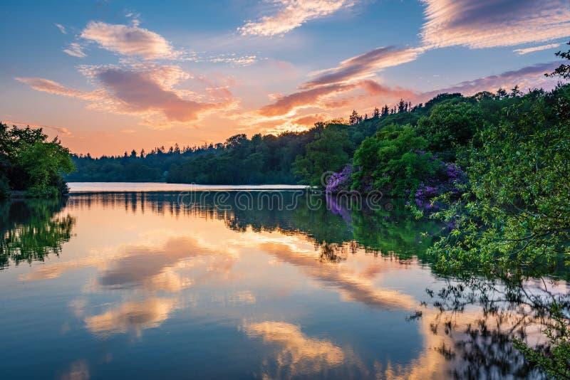 Puesta del sol en el parque del país del lago Bolam fotos de archivo libres de regalías