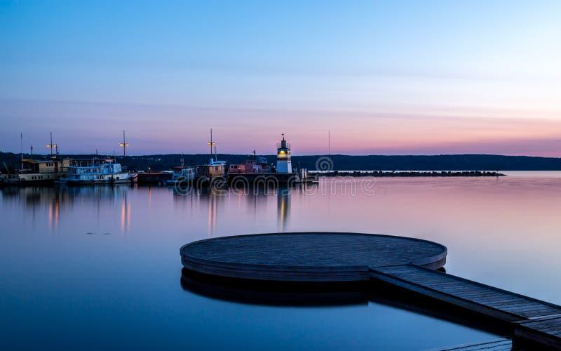 Puesta del sol en el puerto fotografía de archivo libre de regalías