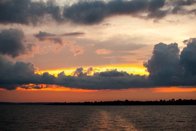Puesta del sol en el río Amazonas imagen de archivo libre de regalías