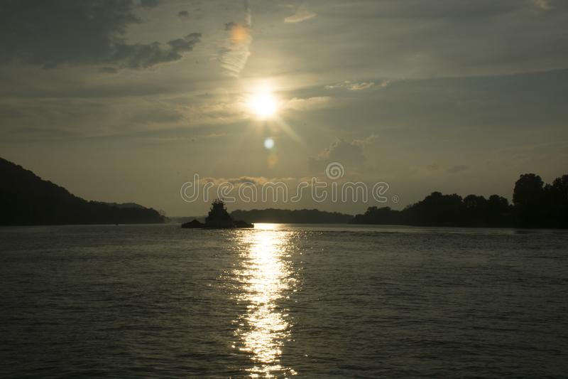 Puesta del sol en el río Ohio foto de archivo libre de regalías