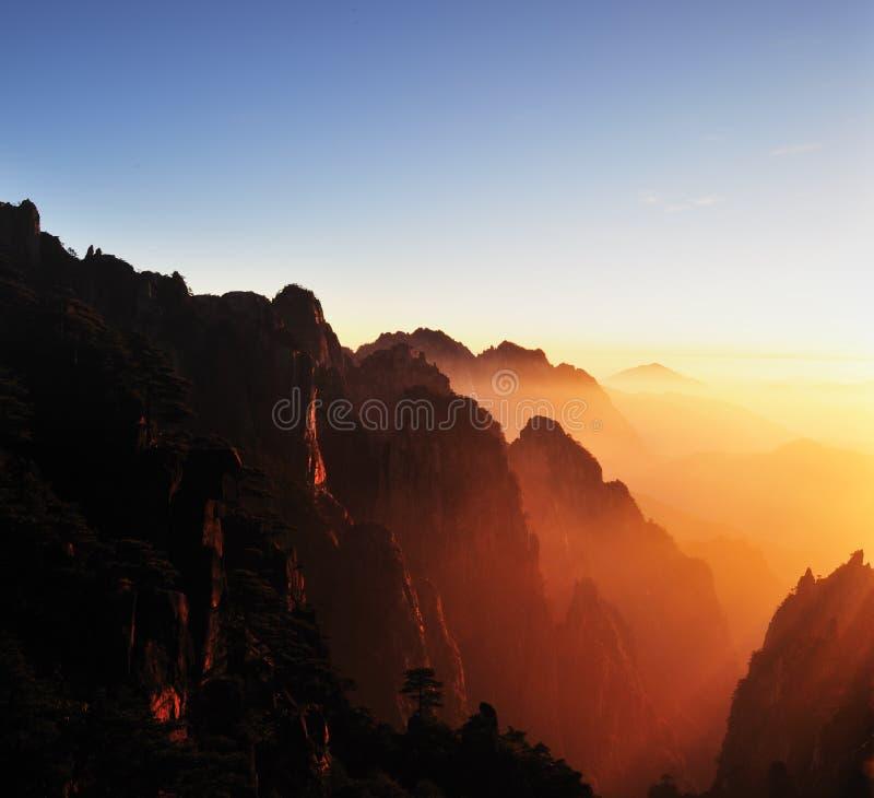 Puesta del sol en el soporte Huangshan imágenes de archivo libres de regalías