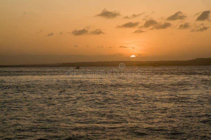 Puesta del sol en el whater imagenes de archivo